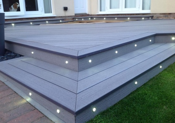 do deck lights get hot when they're switched on