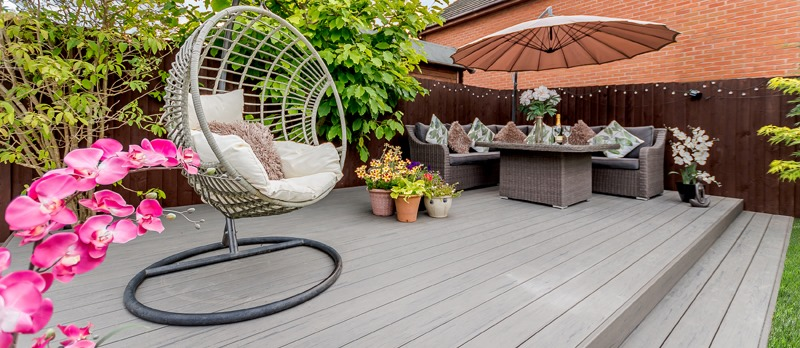 how to decorate your deck with plants