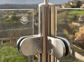 Glass Balustrade Handrail Corner Detail